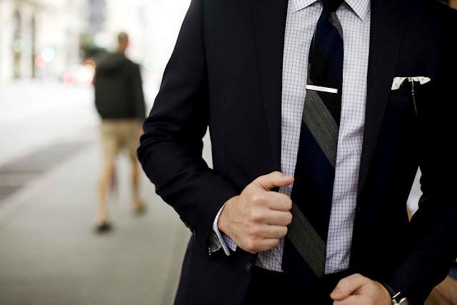 Ako nosiť sponu na kravatu?