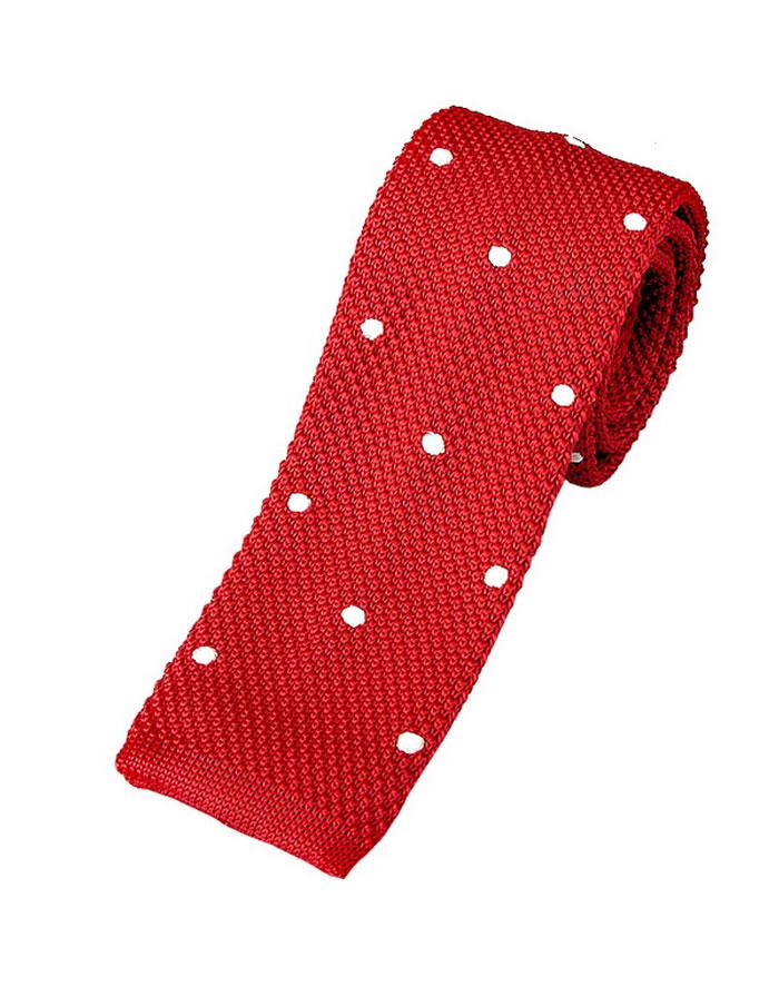Červená kravata s bodkami