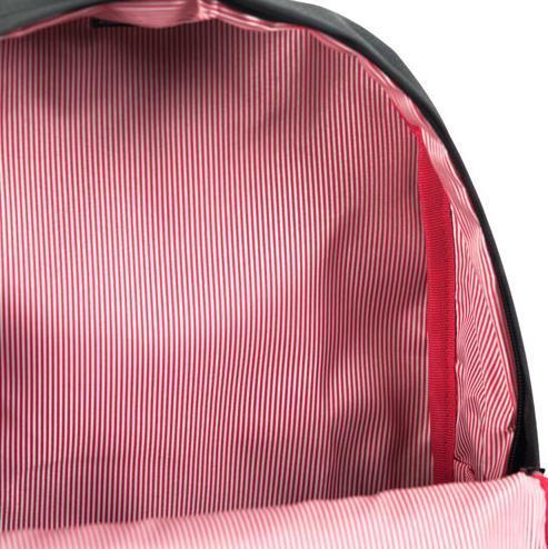 Typická podšívka ruksaku Herschel